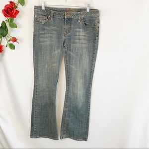 🌼American Rag Embroidered Midrise Bootcut Jeans